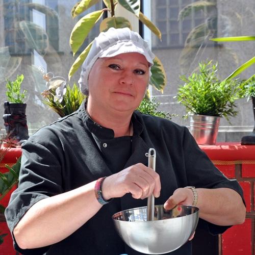 Cuisinière Maman de deux grandes filles Aux P'tits Malins depuis mai 2012